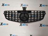 Решетка радиатора Mercedes-Benz W204 в стиле GT Black